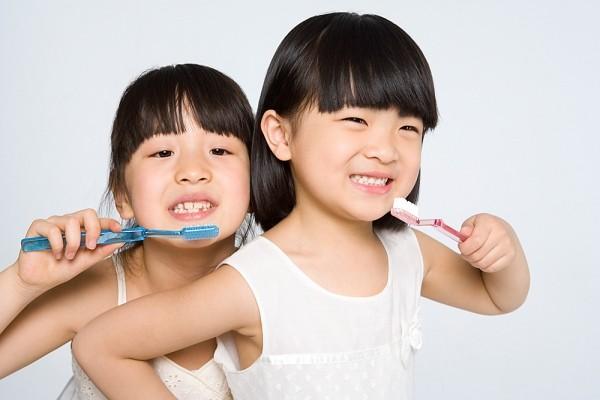 Khám răng cho trẻ em tại Bệnh viện Thu Cúc