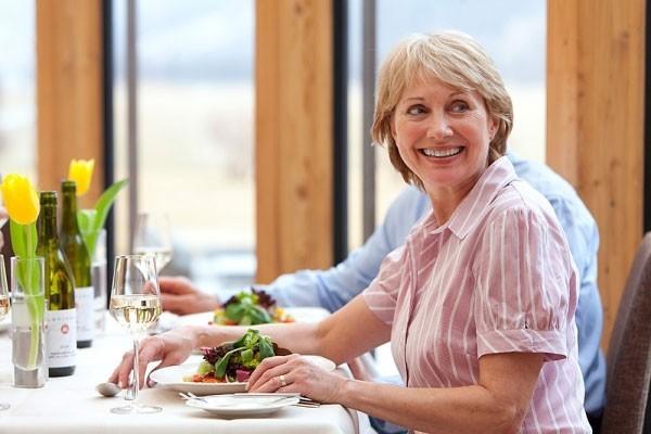 Bệnh tiêu hóa ở người già sức đề kháng yếu dần