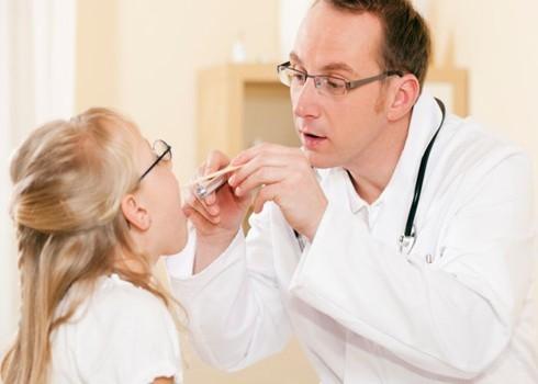 Chữa viêm họng ở đâu nhiều lần kéo dài còn bị sốt