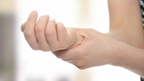 Nguyên nhân đau cổ tay hỗ trợ điều trị sớm