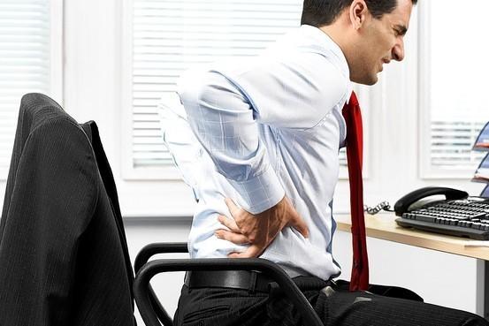 Khám bệnh đau lưng ở đâu? nguy cơ tổn thương