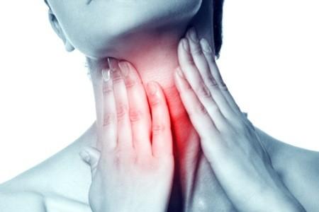 Viêm họng nên uống kháng sinh gì?