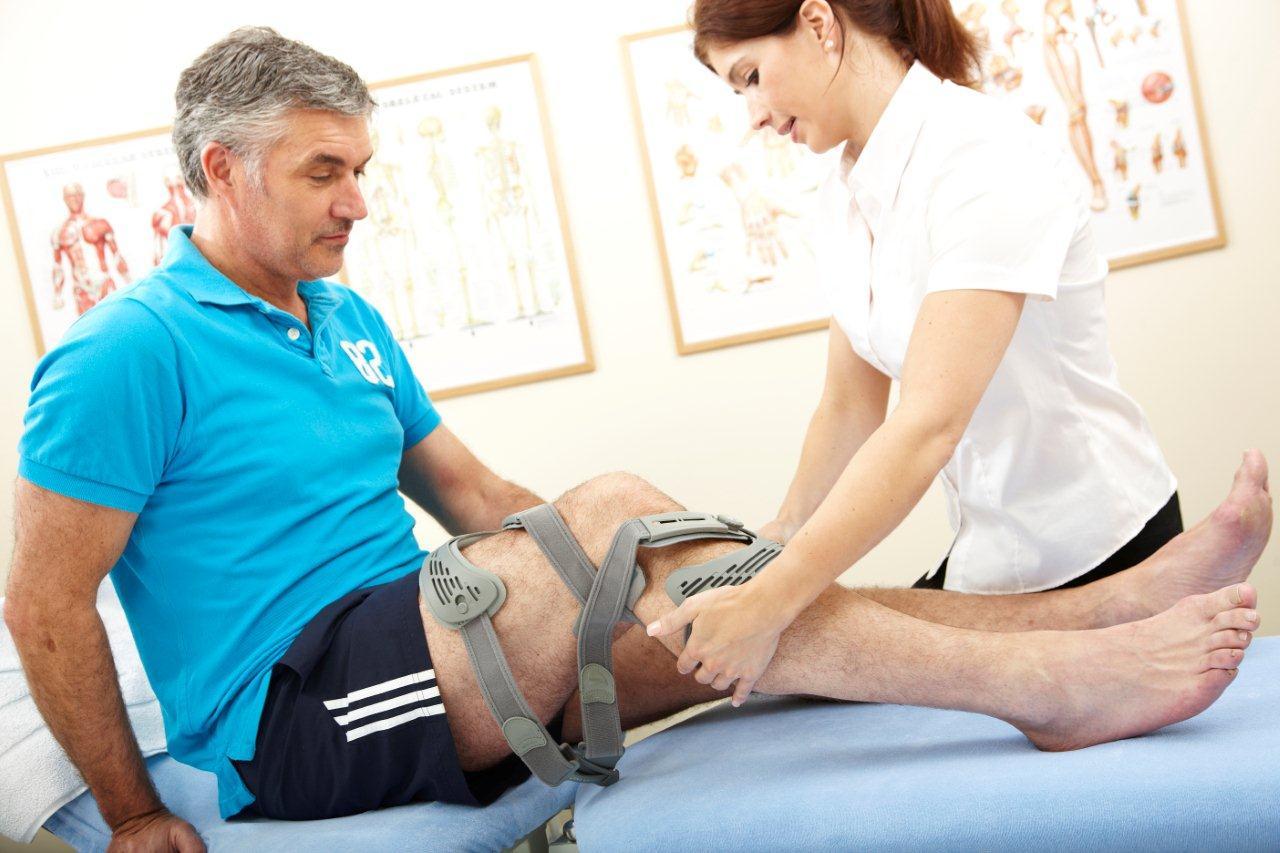 Dấu hiệu thoái hóa khớp bạn nên biết gây đau và cứng khớp