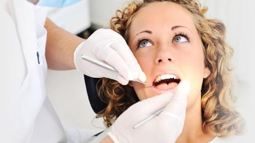 Lấy cao răng xong nên ăn gì? rất nhiều mảng cao răng mới