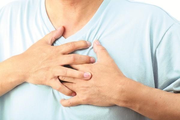 Đau tim khi thở mạnh cảm giác đau tức khó chịu ở ngực trái
