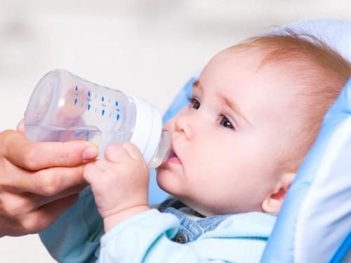 Ngộ độc thức ăn uống sữa được không tùy vào loại sữa bạn muốn dùng