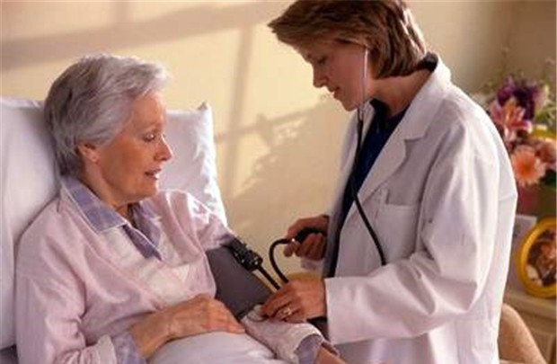 Bệnh đau đầu ở người già gây ra nhiều khó khăn