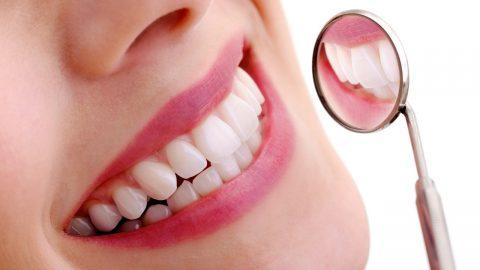 Đau răng buổi đêm khiến tỉnh giấc và không thể ngủ lại được