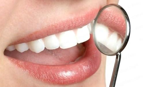 Trám răng thẩm mỹ có đau không khi làm răng