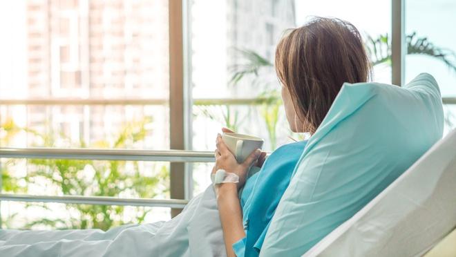 Phụ nữ sau sinh cần dành thời gian nghỉ ngơi và tránh làm việc nặng