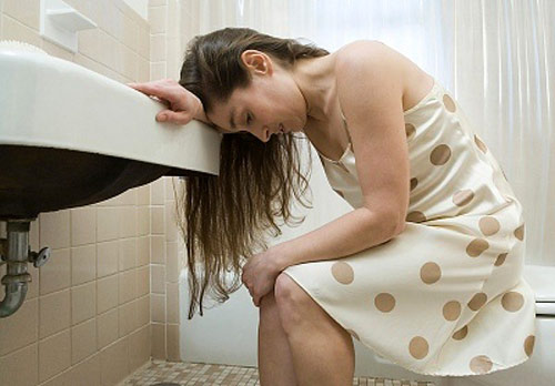 Làm gì khi bị đau bụng ngộ độc thực phẩm?