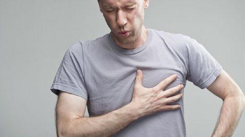 Những nguyên nhân gây đau ngực ở nam giới thường gặp