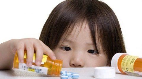 Trẻ em dễ bị tai biến do thuốc – Tại sao?