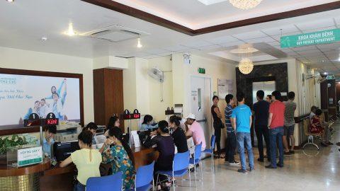 Phỏng vấn người bệnh được hưởng quyền lợi bảo hiểm Blue Cross tại Bệnh viện Thu Cúc