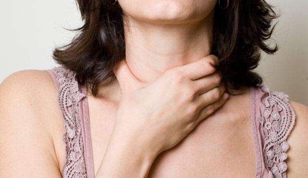 Sưng hạch bạch huyết (cổ, nách, háng) là một trong những dấu hiệu phổ biến nhất của ung thư hạch.