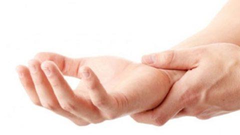 Cảnh giác khi bị tê mỏi chân tay