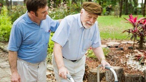 Điều trị gãy xương do loãng xương ở người già