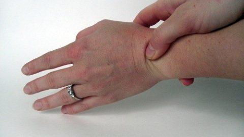 Nguyên nhân gây đau ở ngón tay cái và cổ tay