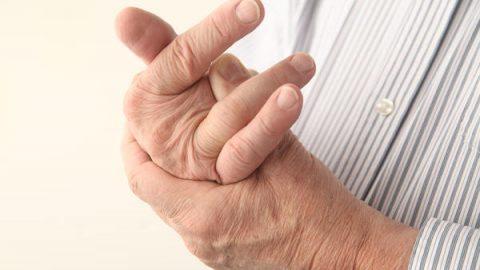 Sưng đau đầu ngón tay, đi khám phát hiện ung thư phổi