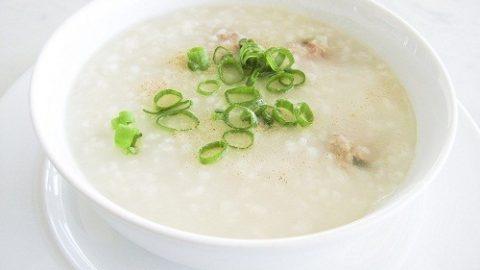 Mổ trĩ xong nên ăn gì?thức ăn dạng lỏng như cháo, súp