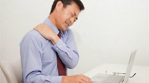 Triệu chứng bệnh thoát vị đĩa đệm cột sống cổ