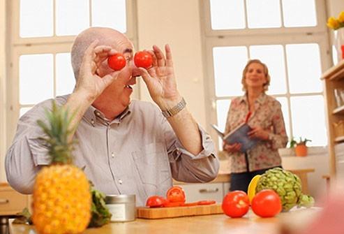 Chế độ ăn uống hợp lý với các loại thực phẩm giúp đẩy lùi quá trình lão hóa là một trong những bí quyết quan trọng giúp cơ thể duy trì được sức sống và sự khỏe mạnh lâu dài.
