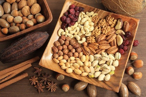 """Các chất béo không bão hòa trong quả óc chó có thể làm giảm cholesterol """"xấu"""" LDL và tăng cholesterol """"tốt"""" HDL."""