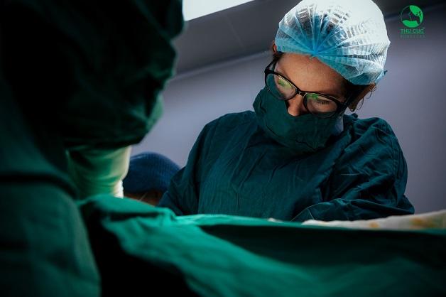 Người bệnh sẽ được hỗ trợ điều trị bởi đội ngũ bác sĩ phẫu thuật hàng đầu từ bệnh viện Thu Cúc và các bác sĩ đầu ngành được mời về từ bệnh viện trung ương