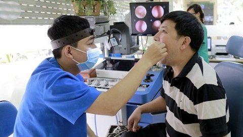 Cách chữa amidan hốc mủ Vì thế người bệnh cần tới bệnh viện