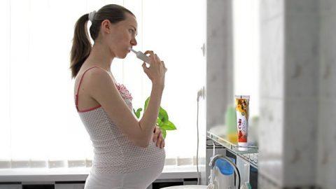 Vì sao bà bầu dễ mắc các bệnh về răng lợi?