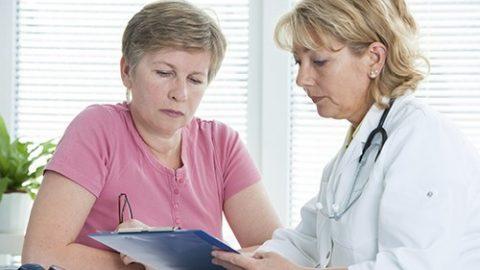 Bệnh trĩ ở người cao tuổi gây chảy máu, đau rát nhiều