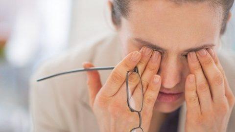 Làm thế nào để ngừng co giật mí mắt?