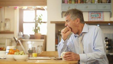 Run rẩy, mệt mỏi và nhức đầu sau khi ăn