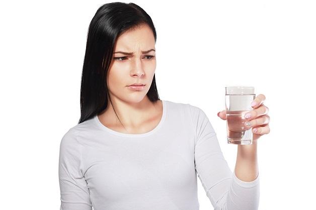 Khoảng 1 - 2 giờ sau khi nôn hoặc khi tình trạng nôn mửa đã giảm, bắt đầu quá trình bù nước chậm