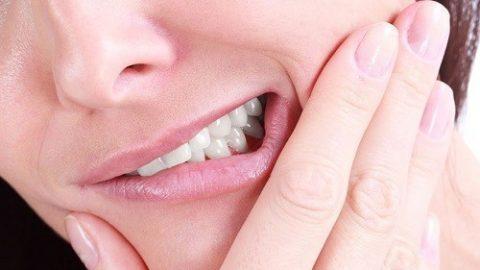 Giảm đau khi mọc răng không, nhiều người rất khó chịu