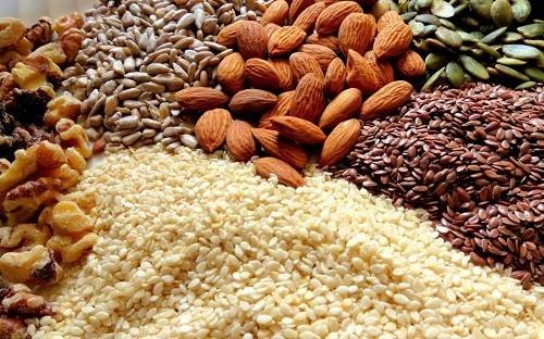 Các loại hạt thường rất giàu chất dinh dưỡng và năng lượng cho người bị xơ phổi