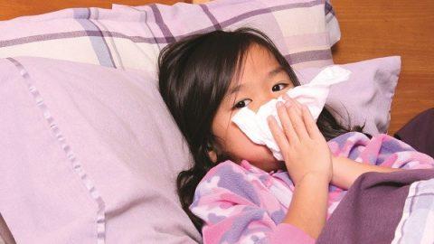 Cách phòng bệnh viêm đường hô hấp cho trẻ khi thời tiết