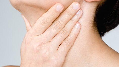 Bị viêm họng nên và không nên ăn gì?
