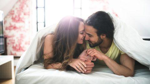 Giải đáp câu hỏi: Đi tiểu khi đang sex có sao không?