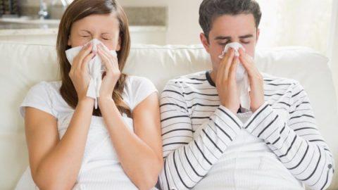 Phân biệt cảm lạnh và cảm cúm hắt hơi, ho, đau họng, sốt