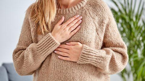 5 nguyên nhân chính gây đau khi hít thở