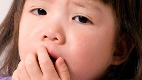 Phương pháp nào để giảm tái phát viêm phế quản co thắt ở trẻ