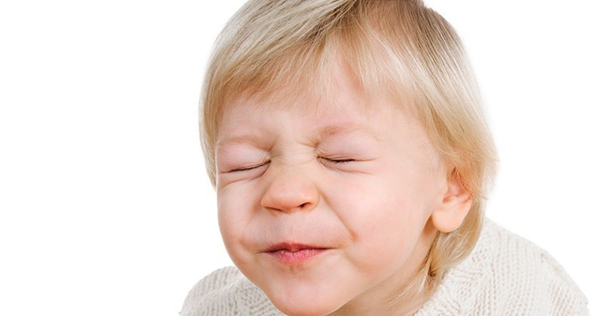 Rối loạn Tic có thể là nguyên nhân khiến trẻ hay nháy mắt.