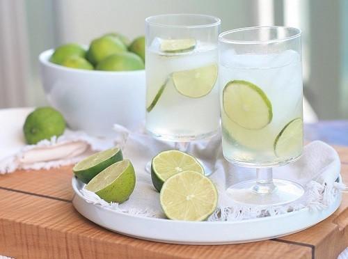 Nhiều người bệnh thắc mắc khi bị tiêu chảy uống nước chanh có được không