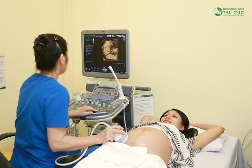 Nếu có bất thường trong thai kì, nhất là khi bị polyp tử cung, mẹ bầu cần nhanh chóng tới bệnh viện để thăm khám để có hướng xử trí kịp thời