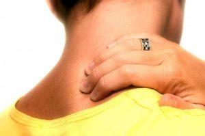 Đau nửa đầu sau gáy thường xuất hiện kèm những biểu hiện như đau đầu sau gáy kéo dài, thường xuyên với cường độ khác nhau