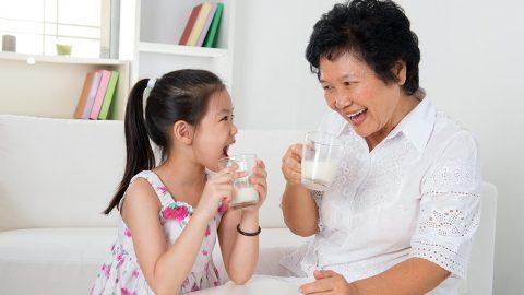 Trẻ đang bị tiêu chảy có nên uống sữa hay không?