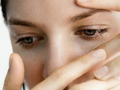 Viêm bờ mi thường được chia làm 2 nhóm: viêm bờ mi trước và viêm bờ mi sau.