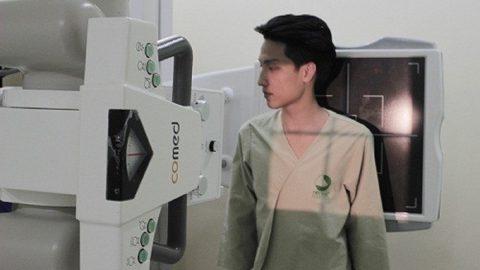 Chụp X quang phổi có phải cởi áo không,