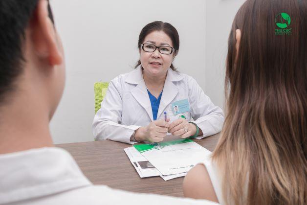 Khi nghi ngờ thai ngoài tử cung, người bệnh cần đi khám, tuân theo chỉ định của bác sĩ để xử trí kịp thời.